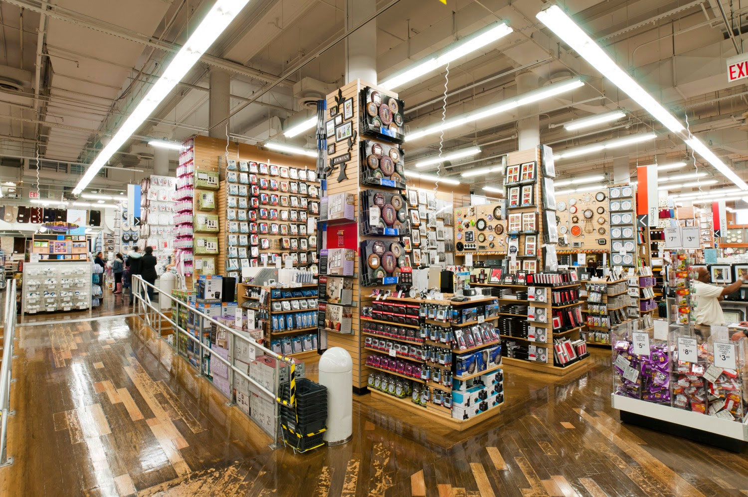 Click the links above to use our Bed Bath and Beyond store locator. Shoppers can find a wide variety of quality home goods. Search for exciting products for every room in your house. With over 1, convenient locations, the company continues to grow each year. There is sure to be a Bed Bath and Beyond near you.